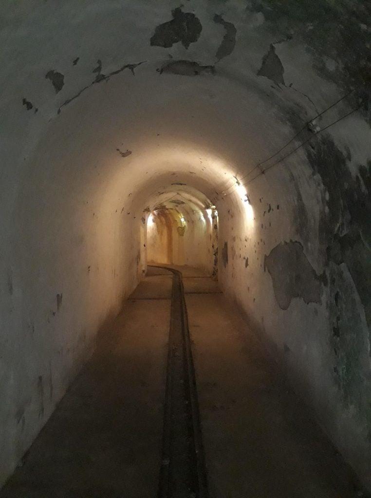 tunnel in cat ba