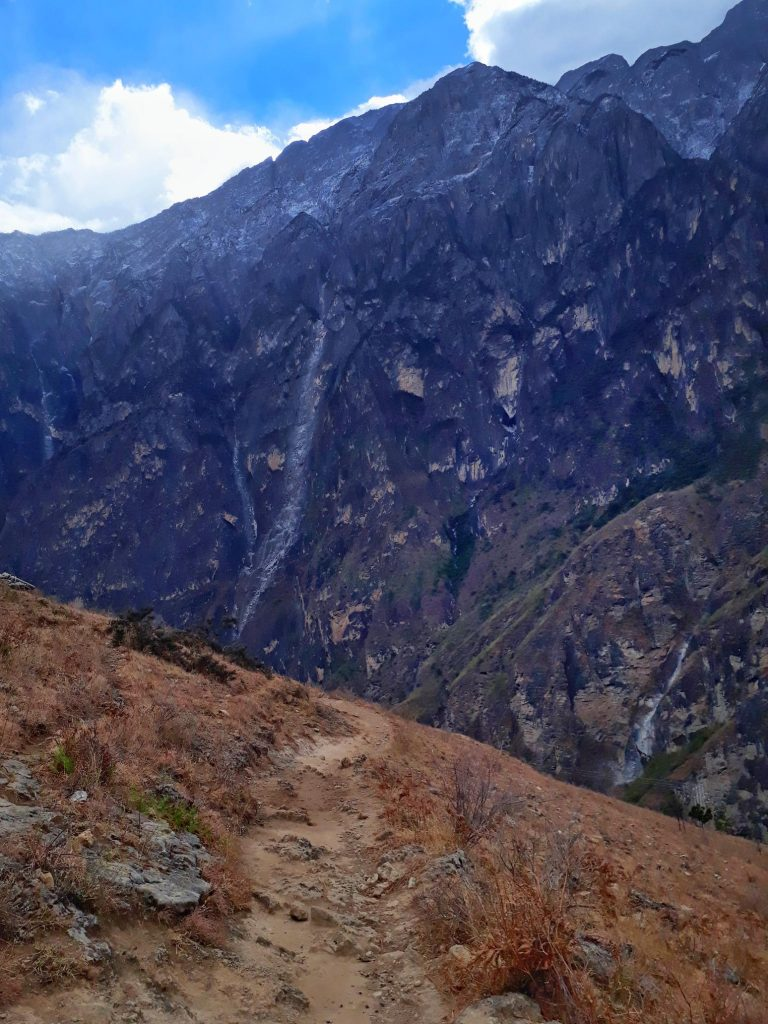 Hiking in Tiger Leaping Gorge China