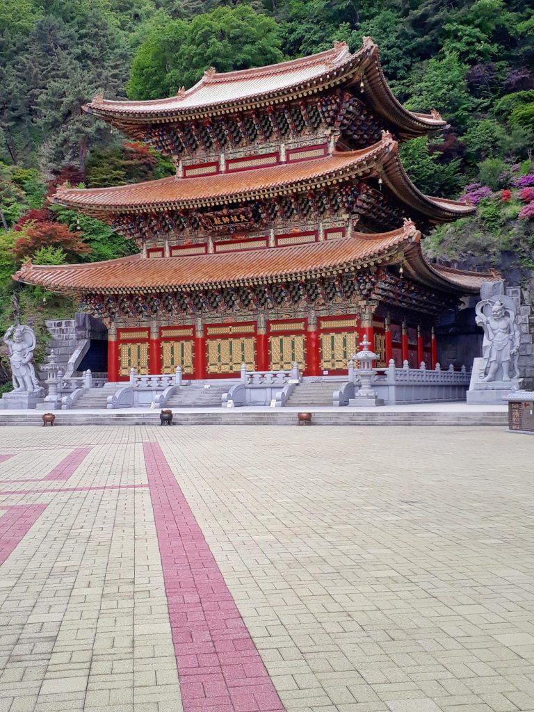 Backpacking in Danyang Guinsa Temple