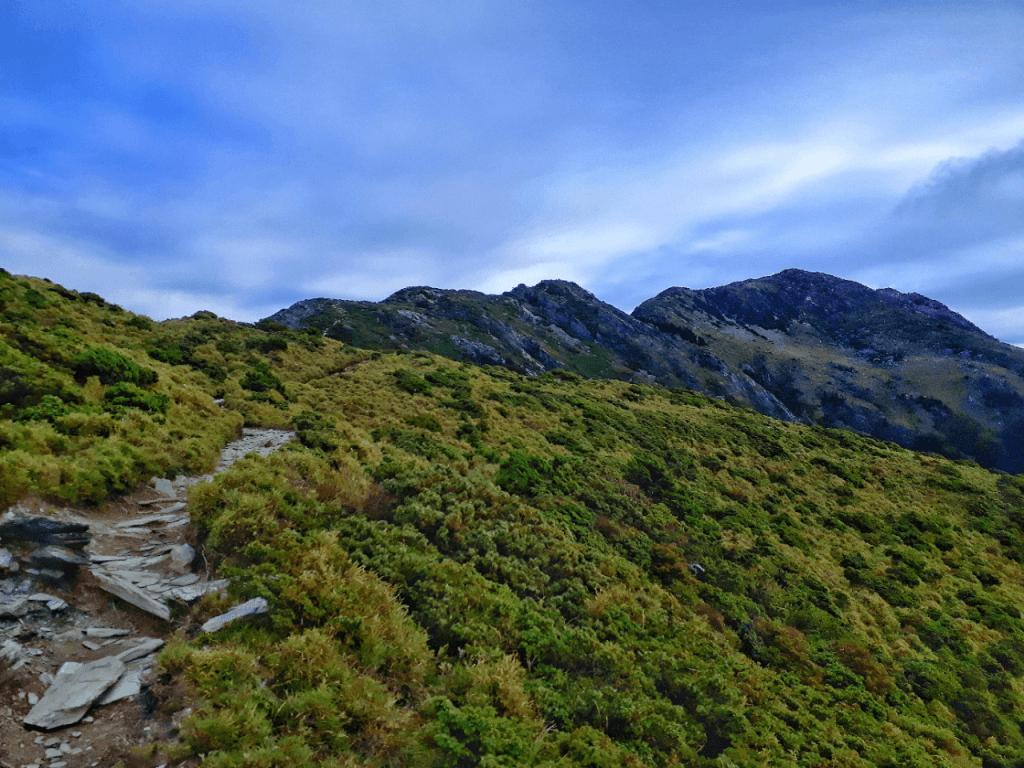 trail to jiaming lake lodge