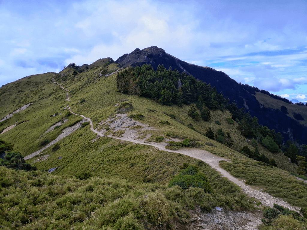 trail to jiaming lake in taiwan