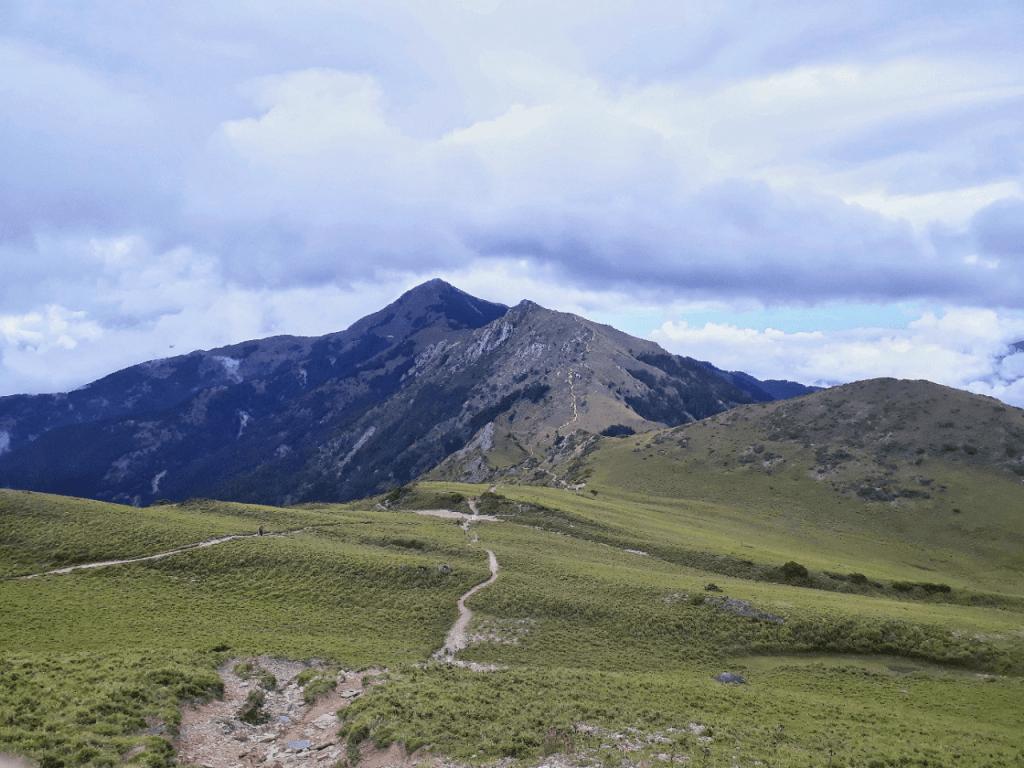 hiking to mount sancha in taiwan