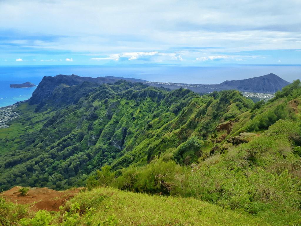 Kuli'ou'ou ridge trail summit viewpoint