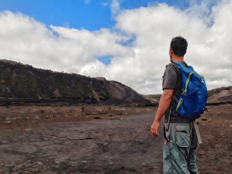 hiking in volcano national park