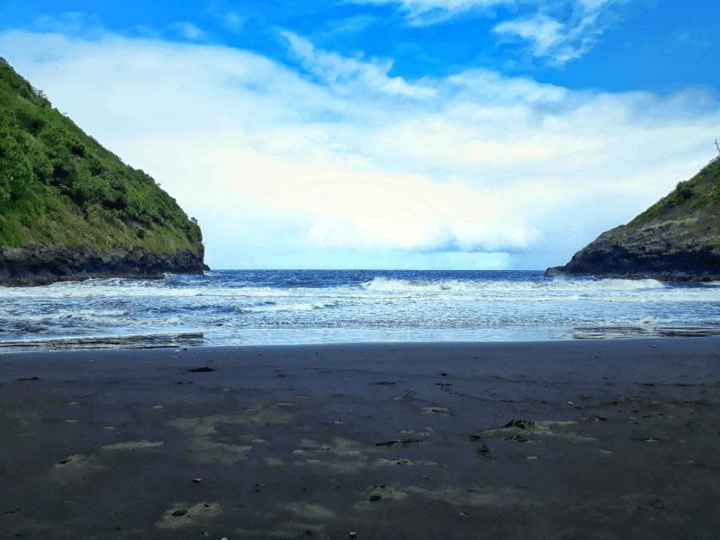 Honokāne Iki black sand beach