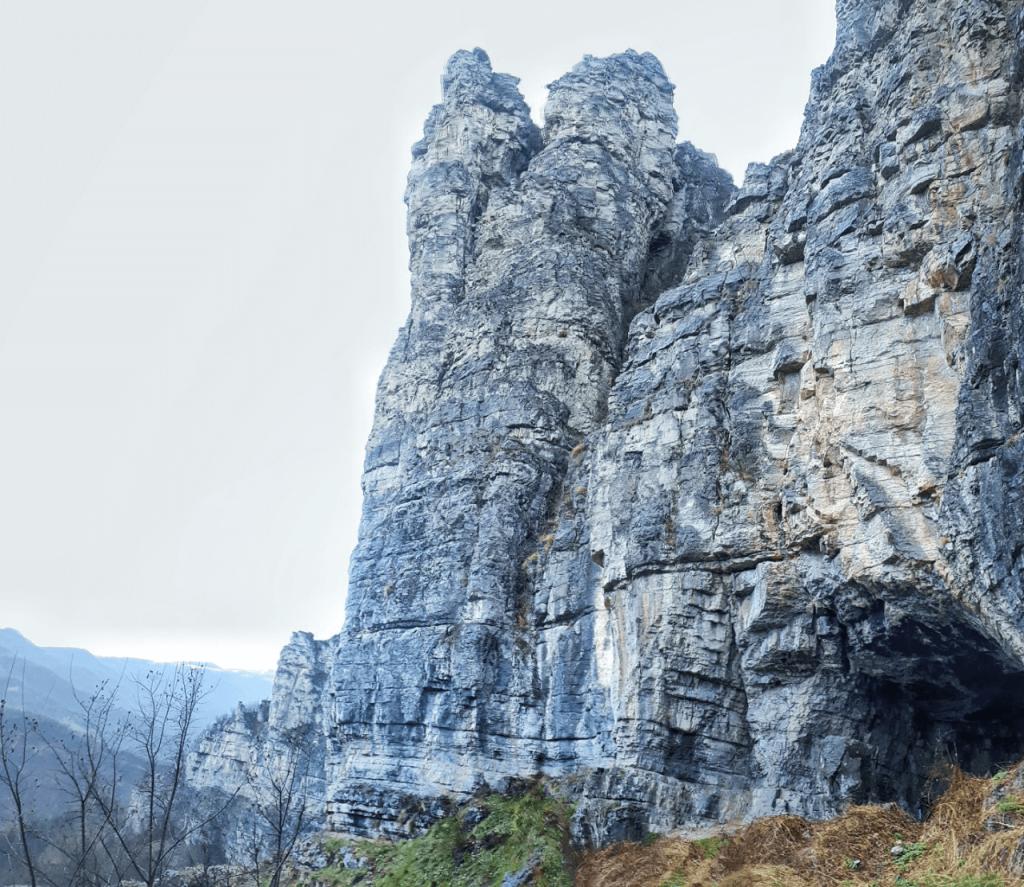 lakatnik cave