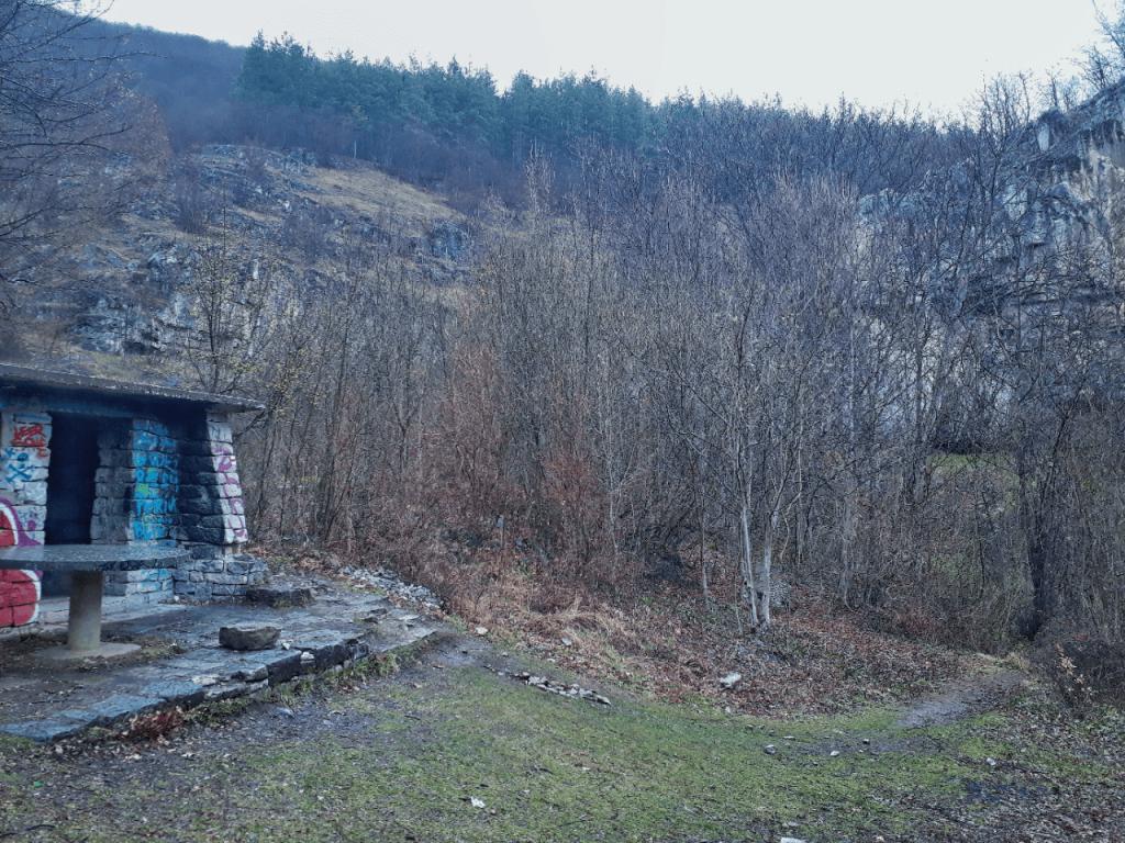 lakatnik shelter